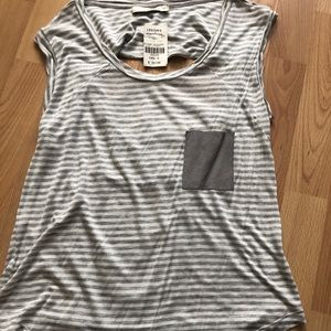 TOWNSEN top with open slit back